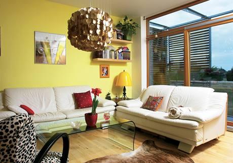 Z obývacího pokoje lze vstoupit na jednu ze dvou teras