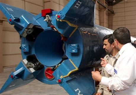 Satelit vynesla na oběžnou dráhu raketa Safír 2. Tu si přišel prohlédnout i sám prezident Ahmadínežád.