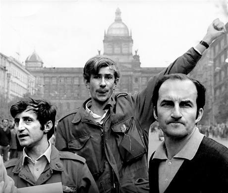 Architekti Jan Kaplický a Pavel Bobek na Václavském náměstí v roce 1968