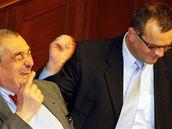 Karel Schwarzenberg a Miroslav Kalousek při mimořádném zasedání Sněmovny o Lisabonské smlouvě. (3. února 2009)