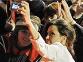 Z berlínské premiéry filmu Podivuhodný případ Benjamina Buttona - Angelina Jolie a fanoušci