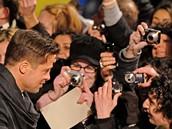 Z berlínské premiéry filmu Podivuhodný případ Benjamina Buttona - Brad Pitt a fanoušci