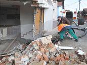 Betonování zřícených sklepů v Bořeticích