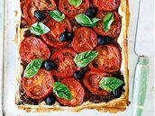 Koláč s rajčaty a bazalkou