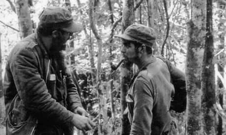 Fidel Castro a Ernesto Che Guevara v roce 1957