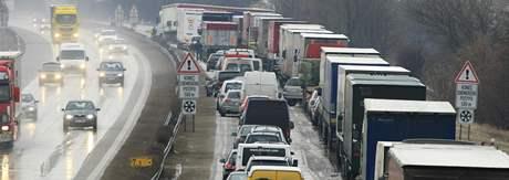Kolona na 6,5 kilometru dálnice D2 směrem na Brno