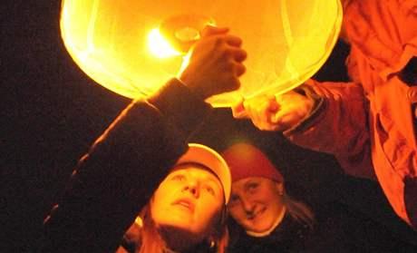 Brňané pouštěli do mrazivé noci rýžové lampiony