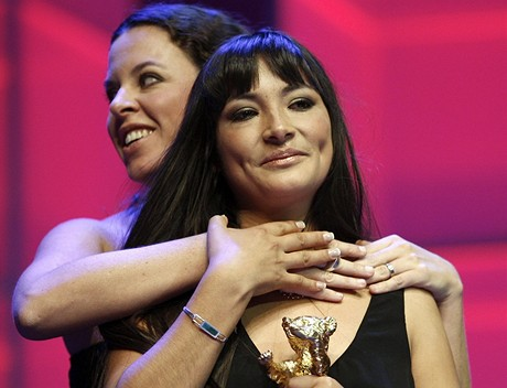 Magaly Solierová (vpravo) a Caludie Llosa na Berlinale
