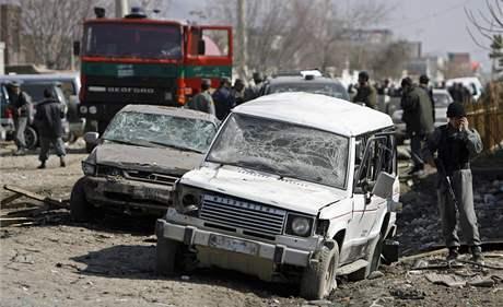 Afghánské bezpečnostní složky vyšetřují sebevražedné útoky v Kábulu (11. února 2009)