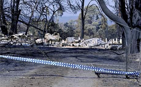 Australský Pheasant Creek, jež zasáhl požár. (12. únor 2009)