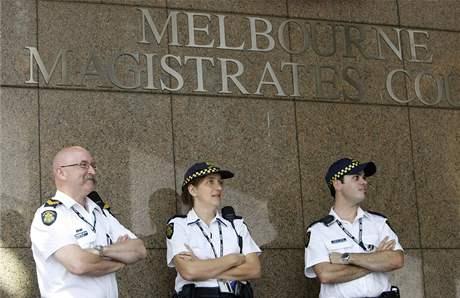 V australském Melbourne začal soud s mužem obviněným z úmyslného založení ohně poblíž města Churchill (16. únor 2009)