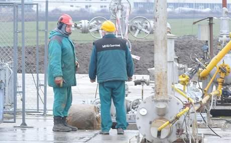 Česká naftařská společnost začala čerpat z hloubky 2 km plyn