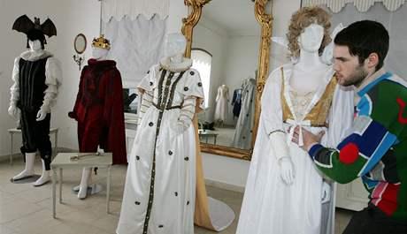 Výstava filmových kostýmů a rekvizit v zámečku Mitrovských