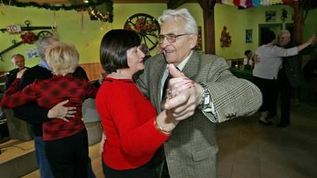Taneční zábava pro důchodce v Ořešíně