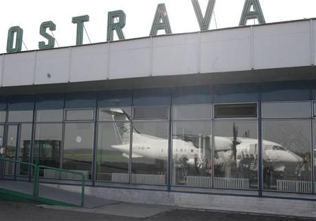 Policie musela evakuovat ze dvou hal čtyři cestující.