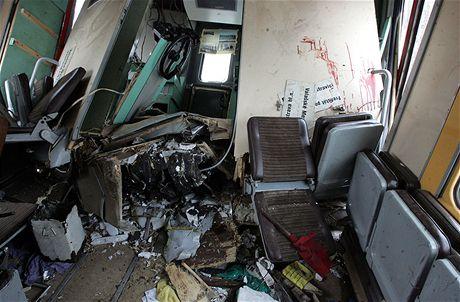 Sr�ka vlak� u Paskova - rozbit� vybaven� vagon� (16. �nora 2009)