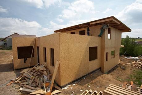 Průměrná délka vlastní stavby se počítá na dny