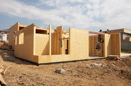 Celodřevěný montovaný dům