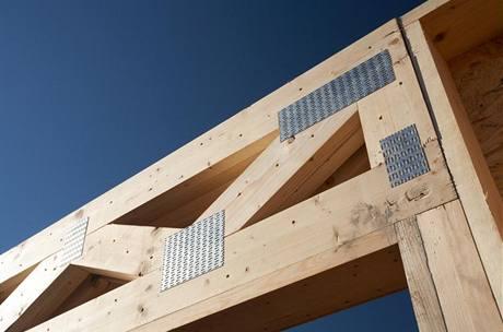 Na nosné prvky se používá masivní dřevo nebo lepené vrstevnaté nosníky