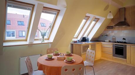 Střešní okna interiér dostatečně osvětlují