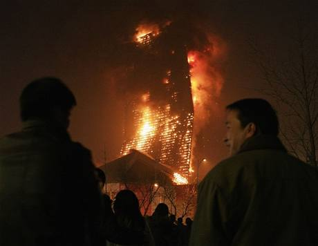 Požár pekingského hotelu Mandarin Oriental.