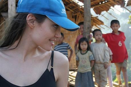 Angelina Jolie se přijela podívat do uprchlických táborů v Thajsku.