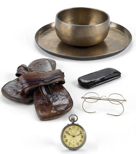 Věci, které patřily Gándhímu, se objeví v aukci.