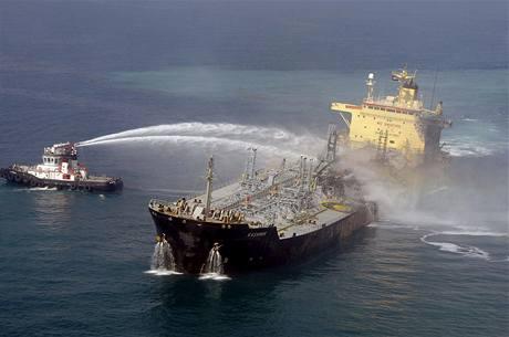Remorkér hasí tanker Kasmir.