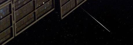 Záblesk družice Iridium pořízený z ISS