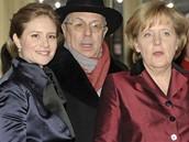 Berlinale 2009 - kancléřka Angela Merkelová s Julií Jentschovou, jež hrála ve filmu Obsluhoval jsem anglického krále