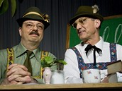 Milan Šteindler (vlevo) a David Vávra (vpravo) v novém dílu Alles Gute