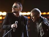 Brit Awards 2009 - Bono a Adam Clayton z U2