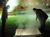 V Plzni praskl teplovod, havárie ochladila radiátory v domácnostech tisíců lidí. (17. února 2009)