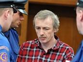 Antonín Novák, který se přiznal k vraždě devítiletého chlapce, u soudu v Hradci Králové (18. února 2009)