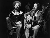 Simon & Garfunkel v televizní show NBC Saturday Night při jednorázovém reunionu v roce 1975