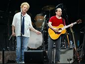 Simon & Garfunkel při zatím posledním turné v roce 2004 (Amsterdam)
