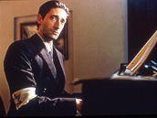 Klavíristu Wladyslawa Szpilmana ve filmu ztvárnil Adrien Brody
