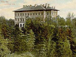 Cení se pohled na dodnes zachovalá místa a srovnání s jejich původním vzhledem, zde pohled na Havlíčkovy sady z roku 1907