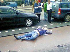 Den, kdy byl zavražděn Theo van Gogh; záběr z dokumentárního filmu.