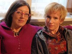 Z filmu Babička - představitelka hlavní role Tamara Archlebová s režisérkou Zuzanou Piussi