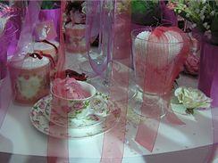 K Valentýnu neodmyslitelně patří sladké růžičky a boubelatá srdíčka (Christmasworld 2009, Frankfurt nad Mohanem).