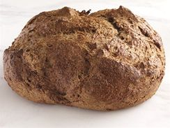 Domácí chléb pečený v troubě, bez formy.