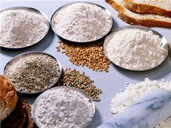 Do chlebového těsta můžete přidat i bezlepkovou mouku, například z pohanky či jáhel.