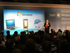 Steve Balmer na tiskové konferenci Microsoftu v Barceloně