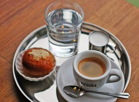 Espresso v kavárně Zastávka