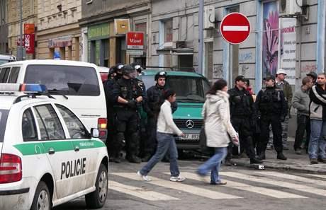 V Brně se na ulici Cejl popraly desítky Romů