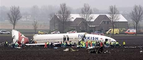 Boeing 737 letecké společnosti Turkish Airlines se zřítil nedaleko Amsterdamu
