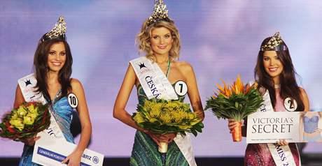 První česká vicemiss Tereza Budková (vlevo), Česká Miss 2009 Iveta Lutovská a Zina Šťovíčková