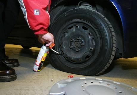 Oprava píchlého kola sprejem
