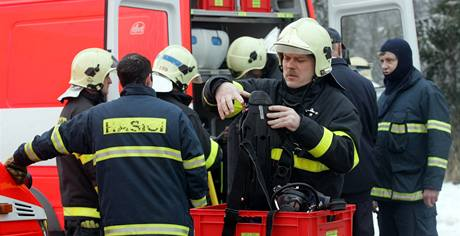Zásah hasičů ve Vítkově, kde unikla chemikálie s chlorem